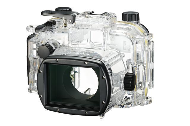 画像: ▲専用のWPケース「WP-56」(別売で税別4万1800円)。カメラ本体も防塵防滴構造だが、これでさらに撮 影のフィールドが広がる。