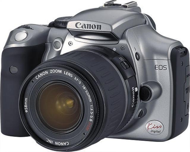 画像: ▲「EOS Kiss Digital」は2003年9月に発売され、デジタル一眼レフカメラとして小型・軽量と低価格を実現して、デジタル一眼レフカメラの裾野をぐっと広げたモデル。