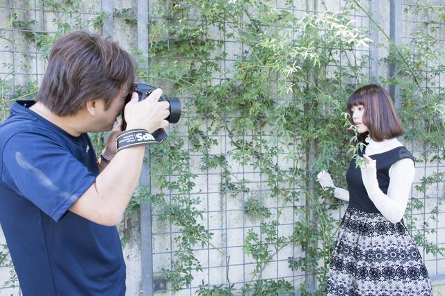 画像: ▲上に掲載した写真は50mm単焦点レンズで、これくらいの位置関係で河野さんは撮影しています。■状況撮影:松下茜