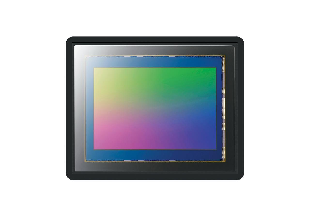画像: ▲高解像度、高感度・低ノイズ性能、広いダイナミックレンジを併せ持つ35mmフルサイズ裏面照射型の有効約4240万画素、Exmor R CMOSセンサー。