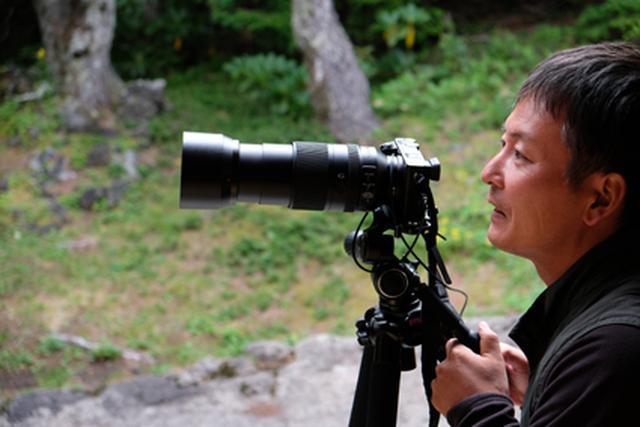 画像: 大阪府生まれ。野鳥を中心に生き物を撮り続ける。作品は主にバードウォッチングの専門誌や自然保護団体の会報誌、児童書などで発表している。著書は「野鳥撮影術」(日本カメラ社)など 。