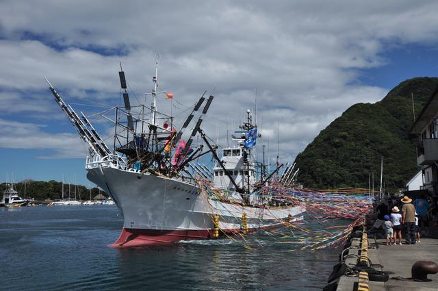 画像: サンマ漁船見送り