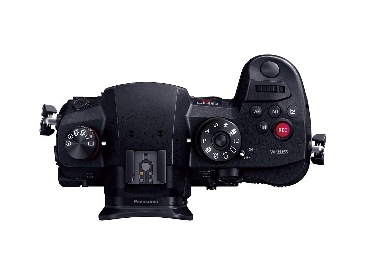 画像: ▲ボディトップ部の動画撮影の「REC」ボタンが目を引く。