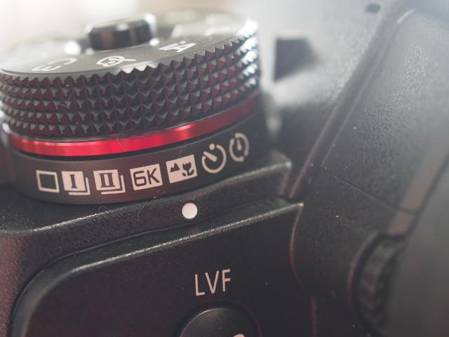 画像: これですよ、これ! 「フォーカスセレクト/フォーカス合成」専用ノッチ! でも、 このアイコンはフツーに考えて「シーンセレクト」だと思っちゃいませんこと?