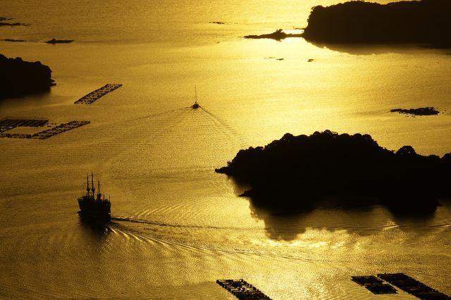画像: 作品タイトル「黄金に染まった海を往く」。撮影:seraさん
