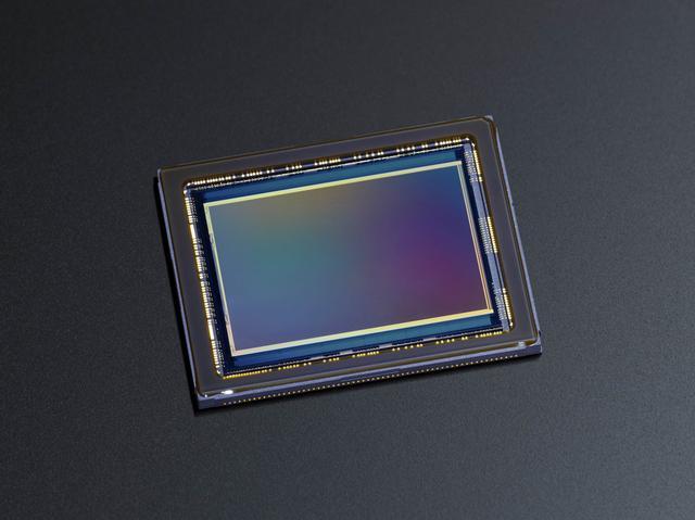 画像: ▲有効約3640万画素のCMOSセンサーを搭載。
