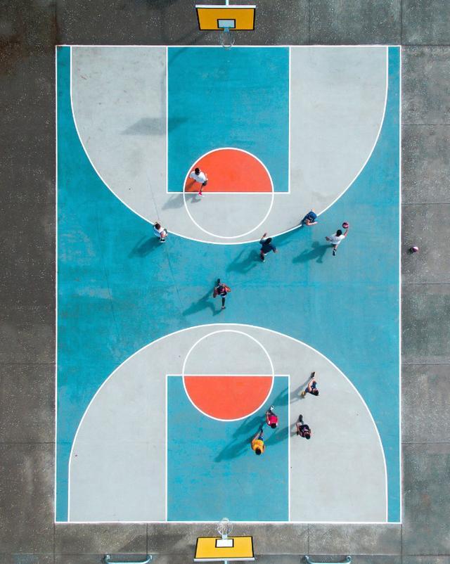 画像: オークランドのバスケットコート。 ■焦点距離3.61mm 絞りF2.8 1/1000秒 www.skypixel.com