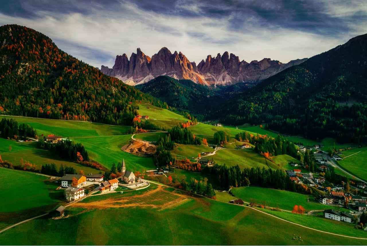 画像: イタリアのSanta Maddalena村。 ■焦点距離8.8mm 絞りF5.6 1/120秒 www.skypixel.com