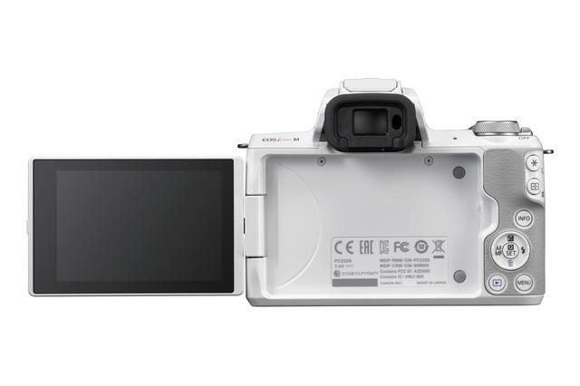 画像: ▲自撮りも可能な背面液晶モニターはバリアングルタイプ。