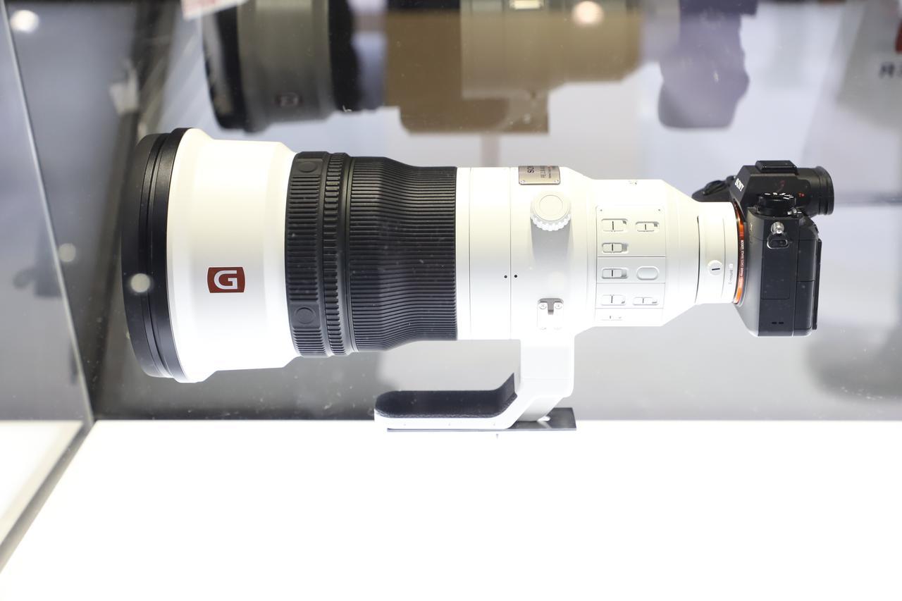 画像: ▲400mmF2.8で手ブレ補正機構も搭載しているが、コンパクトな印象を受ける。