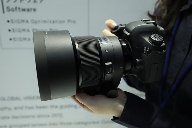 画像2: 注目のレンズは開発中の2本! 105mmF1.4と70mmF2.8!