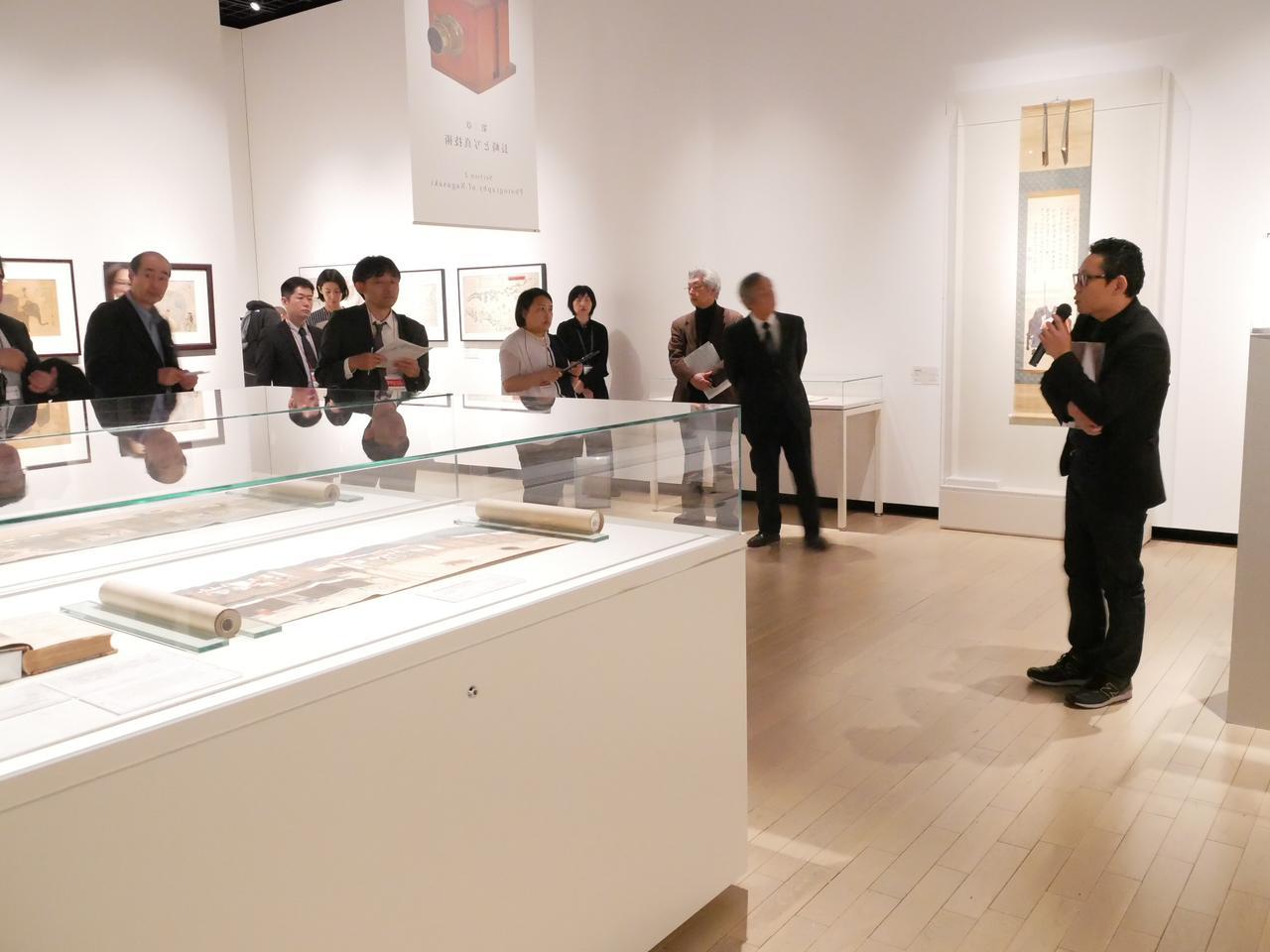画像1: 2階展示室では「写真発祥地の原風景  長崎」展