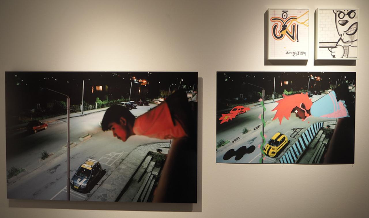 画像: 会場にはブータンの若者が自身で描いた画や自筆ノートなどが展示されている。