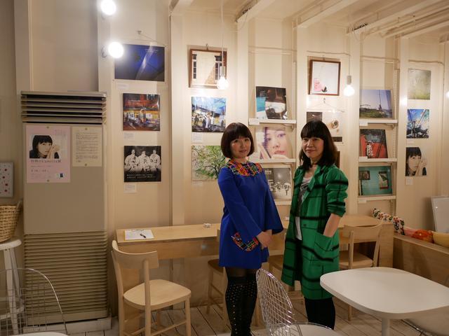 画像: ▲向かって左より早川瑞穂さんと齋藤真理さん。1996年にライブハウスで二人は出会い、音楽、映画、ファッションの趣味が共通することから意気投合。そして後にクリエーターズユニット「ラミュリタ」を結成。
