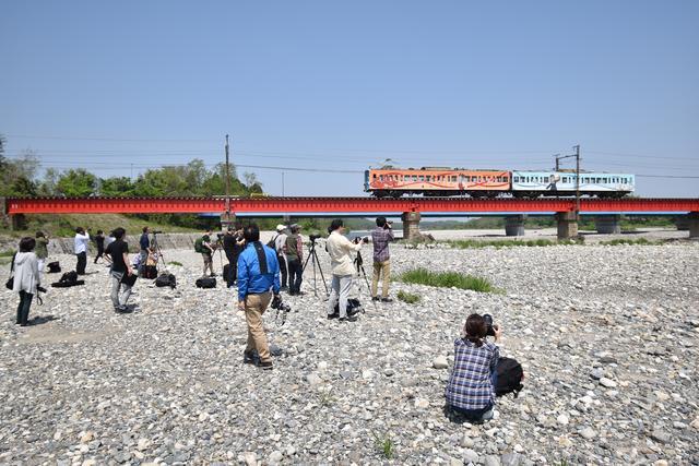 画像: まずは第1撮影ポイントにてクラシカルな鉄橋と近江鉄道の組み合わせ。