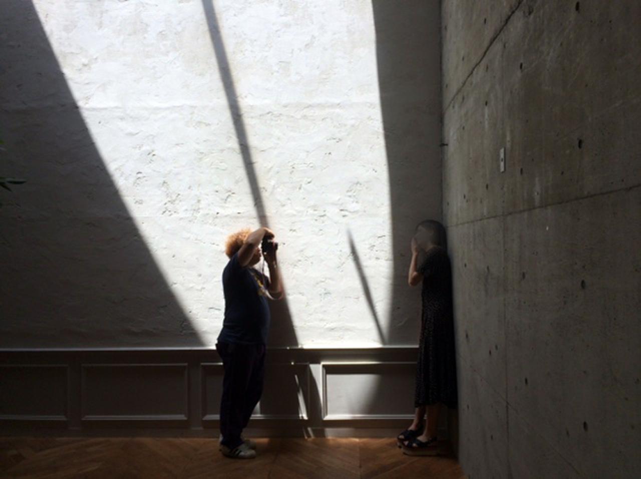 画像: カメラマン7月号表紙撮影は、真夏日に手が届くかという暑い昼日中、都内ハウススタジオにて敢行されました。