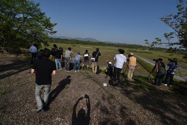 画像: 第4の撮影ポイントでは、ワイドレンズを駆使しての「鉄道風景」。超望遠からワイドまで、すべて使います!