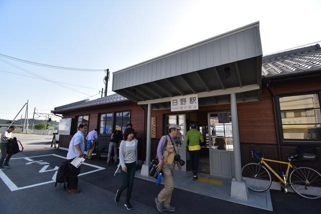 画像: 近江鉄道「日野駅」から貸し切り車両が出発!