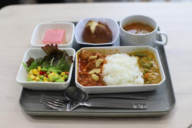 画像: チャーリーズ特製機内食は税込み1780円。あ、機内食というステイタスを除けば、もっとリーズナブルな価格のメニューもあくさんありますよ。