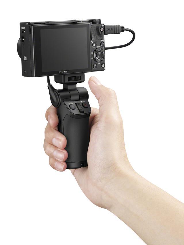 画像: ▲グリップで使用した状態。写真撮影、動画撮影のオン・オフ、適応モデルならズーム操作も可能だ。