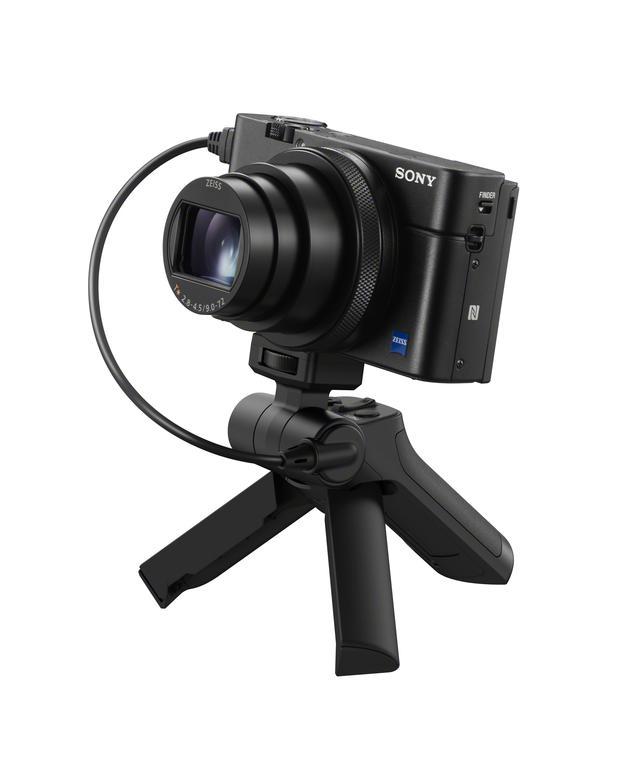 画像: ▲三脚として使用した状態。カメラは別売です。