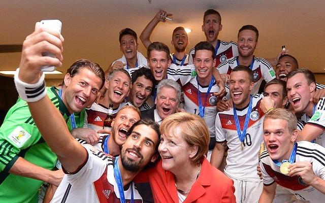 画像: ドイツ代表 2014年ブラジル大会優勝後のロッカールーム。■452607018、Lars Baron/Getty Images