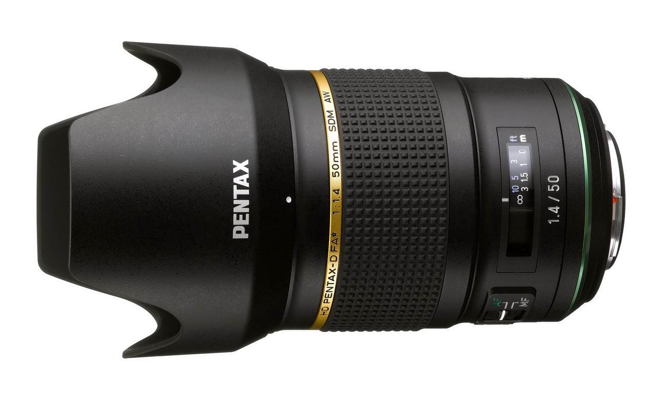 画像: フードを装着したHD PENTAX-D FA★50mmF1.4 SDM AW