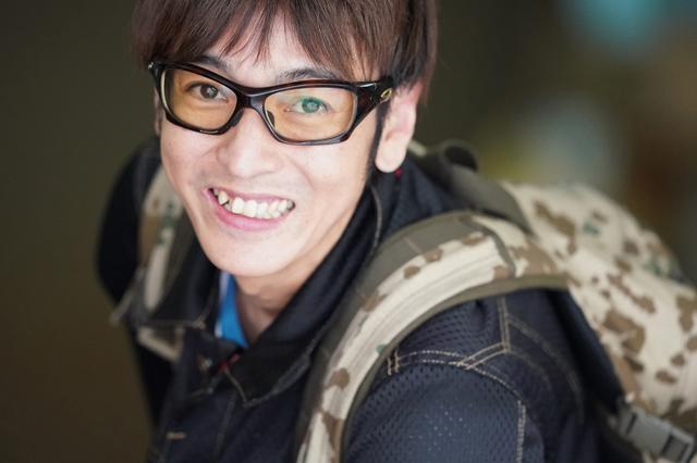 画像: ナイスガイシリーズその3。ステキな笑顔だこと。これまた400mmで撮るべき被写体かどうかは別として。絞り優先AE(F2.8 1/1000秒) ISO6400