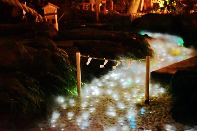画像: 光る川