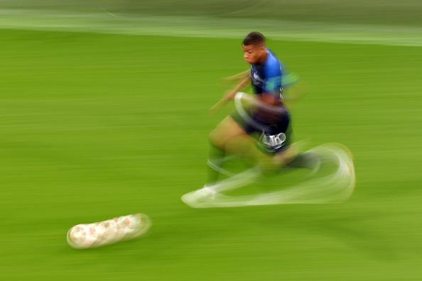 画像: フランス代表 キリアン・エムバペの高速ドリブル