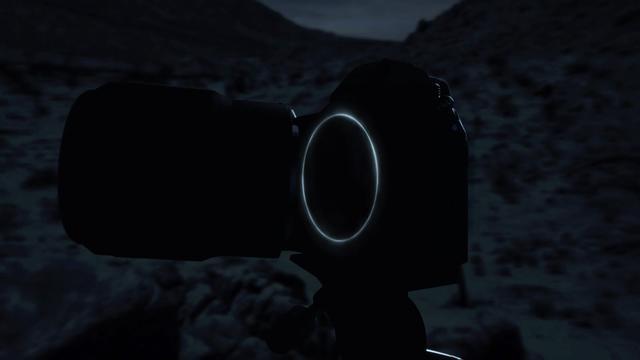 画像: レンズ部が外れ、大きなマウント部が見てとれる