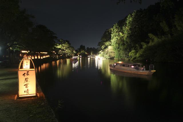 画像: 堀川遊覧船夜間運航:この時期だけの夜間運航。船からと地上からの両方の眺めを楽しめます