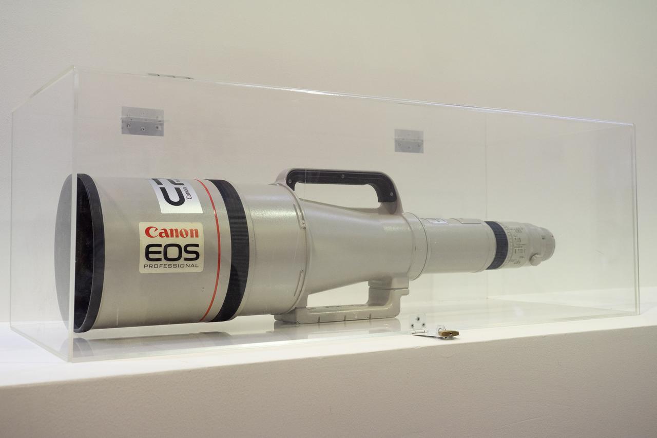画像: ▲カウンター横にはEF1200mmのディスプレイが。