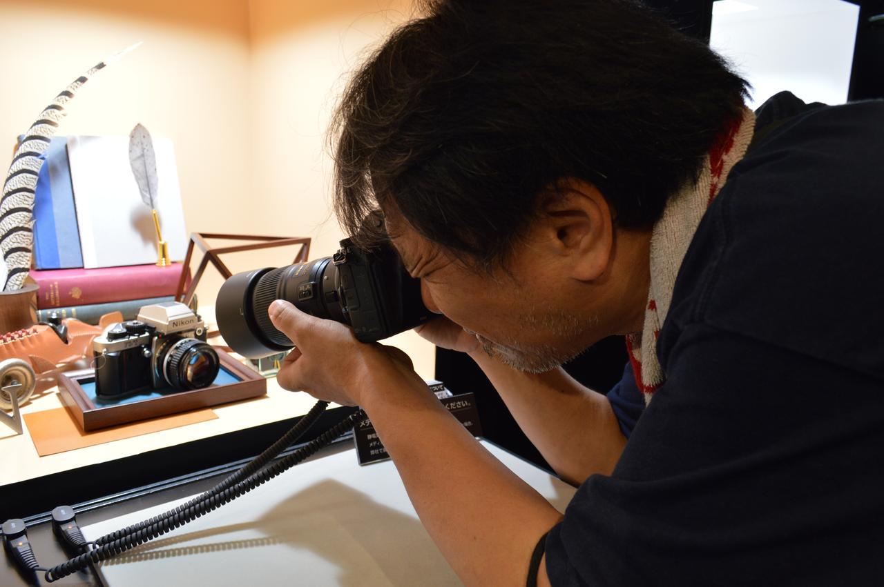 画像: ▲Z7で静物を撮影中の本誌マロニエ。