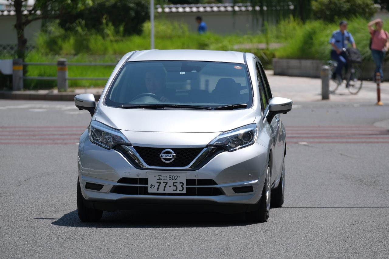 画像: ▲50km/hで疾走する車をX-T3で撮影。そのAF精度、歩留まりの良さは前モデルより格段に向上している。