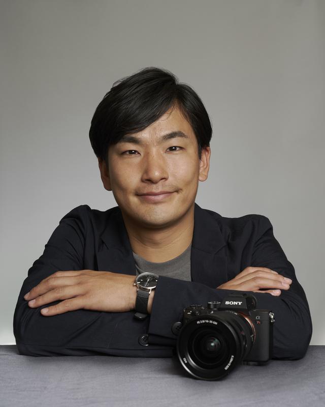画像: 1987年兵庫県出身。日本大学芸術学部写真学科卒業後、ロケアシスタントで多様な撮影現場を経験する。2014年から(有)レイルマンフォトオフィス所属。鉄道会社のカレンダーや車両カタログ等の撮影に携わるなか、カメラ広告、鉄道誌のグラフ等で独創性の高いビジュアルを発表している。日本鉄道写真作家協会会員。
