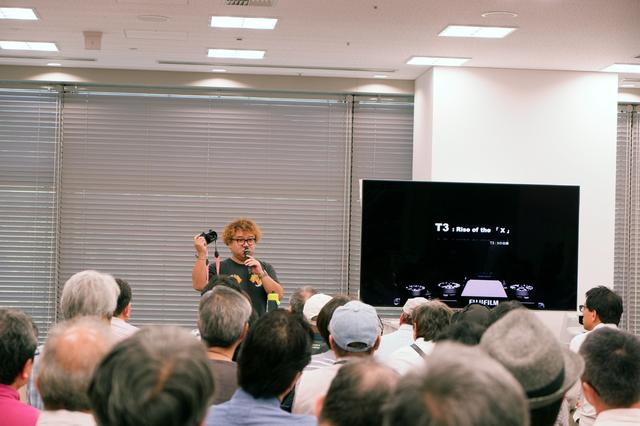 画像: 月刊「カメラマン」の表紙を担当していただいている藤里一郎さんのセミナー。軽妙なトークが多くのXファンを引き付けていた。