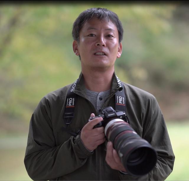画像: 大阪府生まれ。野鳥を中心に生き物を撮り続ける。作品は主にバードウォッチングの専門誌や自然保護団体の会報誌、児童書などで発表している。著書は「野鳥撮影術」(日本カメラ社)、「写真は構図でよくなる」(MdN)など。