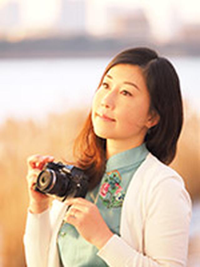 画像: 吉住志穂 (よしずみしほ) 1979年東京生まれ。日本写真芸術専門学校卒業。写真家の竹内敏信氏に師事し、2005年に独立。花の「こころ」をテーマに、クローズアップを中心に作品を撮影している。公益社団法人 日本写真家協会(JPS)会員。 写真展「Heartful Flowers」「Yin&Yang」「花時間」など開催。