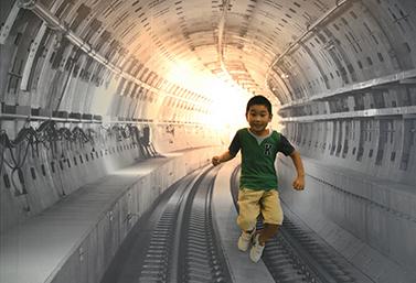 画像: ユーモアフォト賞の橋本禎寛さんの作品。「落ちる」