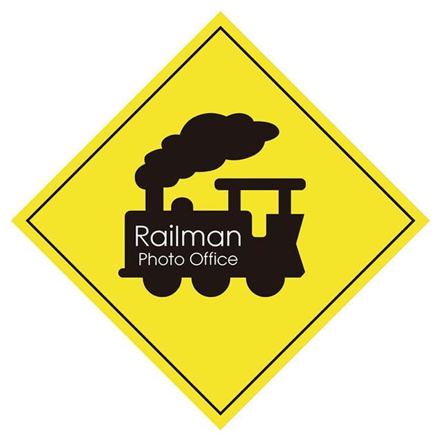 画像: 有)レイルマンフォトオフィス 2000年に山崎友也が立ち上げた鉄道写真家集団。鉄道誌やカメラ誌などで作品を発表するほか、各鉄道会社のポスターやカレンダーなどを数多く手がけている。 山崎友也 (やまさきゆうや) 1970年広島県生まれ 日本大学芸術学部写真学科卒業 出版や広告、TV、講演など幅広い分野で活動 独自の視点から鉄道写真を多彩に表現している (2月・6月・8月・10月分撮影) 山下大祐 (やましただいすけ) 1987年兵庫県生まれ 日本大学芸術学部写真学科卒業 鉄道誌やカメラ誌で活動しながら鉄道を幅広いテーマとして デジタル・銀塩問わず写真作品作りに注力している (3月・4月・9月・12月分撮影) 杉山慧 (すぎやまさとる) 1992年静岡県生まれ 日本大学芸術学部写真学科卒業 鉄道雑誌「レイル・マガジン」にて、現車取材及び編集業務を担当 レイルマンフォトオフィス入社後は商業鉄道写真撮影も行う傍ら 自らの作品作りに取り組んでいる (1月・5月・7月・11月分撮影)