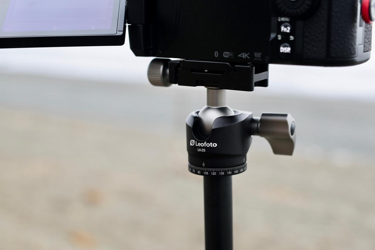 画像: LUMIX G9 ProにDG VARIO-ELMARIT 12-60を装着、小型軽量の三脚セットながら十分にカメラとレンズをホールドする。