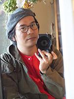 画像: 伊勢谷浩一 (いせやこういち) 1980年 東京生まれ。旅先でのスナップショットを中心に作品を発表し続けている。これまで国内は東北被災地、沖縄の他、メキシコ、キューバなど世界各地を取材。雑誌執筆の他、カタログ撮影や写真教室主宰など幅広い活動をおこなっている。