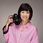 画像: 佐藤倫子 (さとうみちこ) 東京都出身。東京工芸大学短期大学部 写真技術科卒業。株式会社資生堂 宣伝部入社。退社後フリーランスに。写真家として都内中心に個展・グループ展を開催。企画からイベント、講座やセミナーなどへも活動。主に化粧品などの広告写真を撮り続けてきたことが基本となり、作品にも「美」のある写真をつくり続けている。 写真集「HOPSCOTCHINGS」「知のフラグメンツ」「MICHIKO2018 ワタシテキ」 公益社団法人 日本広告写真家協会(APA)正会員 公益社団法人 日本写真家協会(JPS)会員 ニッコールクラブ顧問