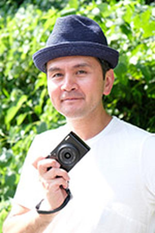 画像: 稲垣徳文 (いながきのりふみ) 1970年、東京生まれ。法政大学社会学部卒業。 在学中より宝田久人氏に師事。新聞社嘱託カメラマンを経てフリー。中国シルクロードをはじめ南極など訪れた国と地域は50カ国を超える。百年前ウジェーヌ・アジェが撮影したパリ街の再撮影をライフワークにしている。写真集に「大陸浪人」、フォトエッセイ「旅、ときどきライカ」。日本写真協会会員。