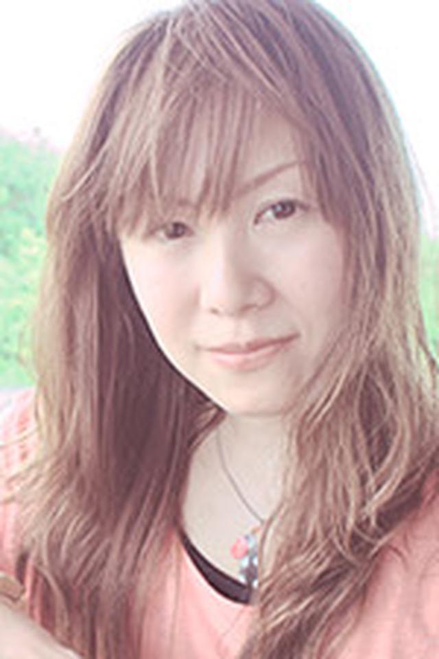 画像: ミゾタユキ (みぞたゆき) 日本大学芸術学部映画学科撮影コース卒。シーンの中のワンショットに魅かれ、映画撮影監督の岡崎宏三氏のすすめで写真を始める。 北海道での観光写真業をきっかけに本格的に写真の世界へ。カメラマンアシスタントを経て独立。カメラ誌や書籍を中心にカメラメーカー系の写真教室講師、フォトコンテストの審査も携わる。著書「カメラでパチリ へやねこ そとねこ」、共著「美しいボケの教科書」など多数。フォトグラファーとして、猫や日常、旅先でみつけた小さな情景を作品として撮り続けている。