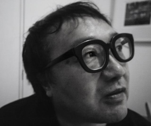 画像: 世界写真見本市「フォトキナ 92」で「世界の新しい表現者」の日本代表として作品が選ばれる。その後、海外の雑誌に特集が組まれるなど国内外で活躍。コカコーラや、世界のスーパーモデルを起用したファッション広告(カルティエなど)の他、ナンバーでは長嶋茂雄、本田圭佑、ミハエルシューマッハなど世界的スポーツ選手のポートレートが表紙を飾った。赤塚不二夫、岡本太郎、坂本龍一、細野晴臣、小山田圭吾、小泉今日子、武田真治、豊川悦司、首藤康之などの俳優や芸術家など多数。フォーカスの表紙も話題に。商業的な写真は2006年末をもって終わらせた。写真家/美術家、大阪芸術大学客員教授。