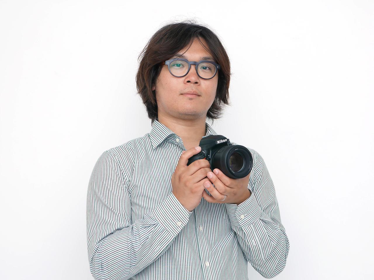 画像: 写真家。米国サンフランシスコに留学し、写真と映像の勉強しながらテレビ番組、CM、ショートフィルムなどを制作。帰国後、写真家塙真一氏のアシスタントを経て、フリーランスのフォトグラファーとして活動開始。人物を中心に撮影し、ライフワークとして世界中の街や風景を撮影。近年では、講演や執筆活動も行っている。主な著書に「写真がもっと上手くなる デジタル一眼 撮影テクニック事典101」「写真が上手くなる デジタル一眼 基本&撮影ワザ」「ニコン デジタルメニュー100%活用ガイド」などがある。