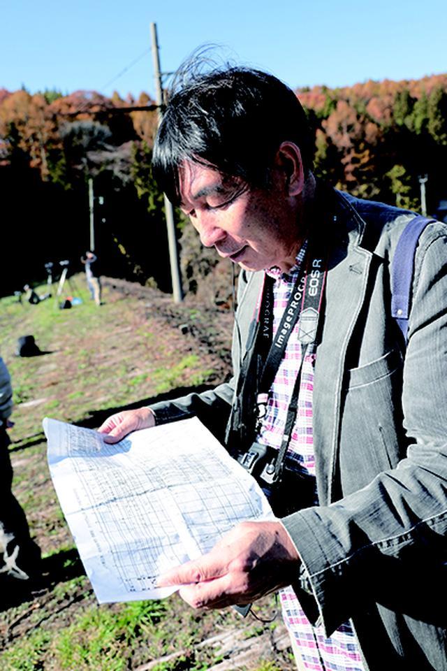 画像: ▲キヤノンマーケティングジャパンの本村忠之さんは無線機とダイ ヤグラムを駆使し、被写体となる電車のタイミングを細かく指示し て参加者をフォローしてくれました。