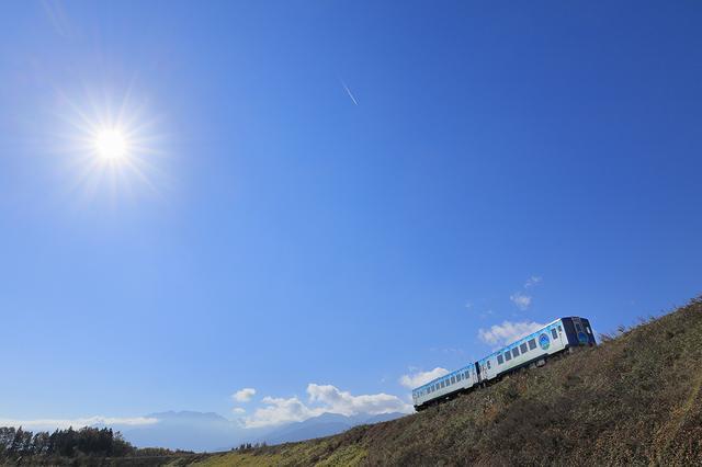 画像: 長根プロから学ぶ撮影術 その2 光芒を出すために絞りはF13、列車を対角に配置